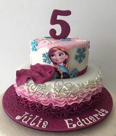 Lindo bolo de Lene Araujo. Facebook. Eduk|confeitaria. #Frozen #cake