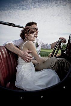 retro car wedding photo