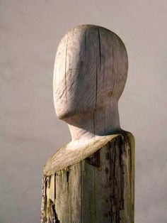 Wooden head by Belgian sculptor Patrick Meylaerts. His faceless portraits have a mystery about them. Wooden head by Belgian sculptor Patrick Meylaerts. His faceless portraits have a mystery about them. Driftwood Sculpture, Driftwood Art, Abstract Sculpture, Sculpture Art, Instalation Art, Wood Carving Art, Wooden Art, Deco Design, Yard Art