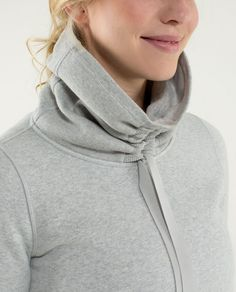 Avenue Pullover Source by cindyzanni deportiva Fashion Details, Look Fashion, Fashion Design, Athletic Outfits, Sport Outfits, Sport Fashion, Womens Fashion, Sport Chic, Pullover