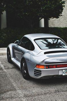 "tunedandracecars: ""Porsche 959 """