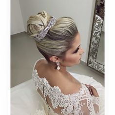 Coque alto Wedding Hairstyles With Crown, Tiara Hairstyles, Hairstyles Haircuts, Pretty Hairstyles, Wedding Makeup For Brown Eyes, Bridal Hair And Makeup, Hair Makeup, Hair Up Braid, Hair Styler