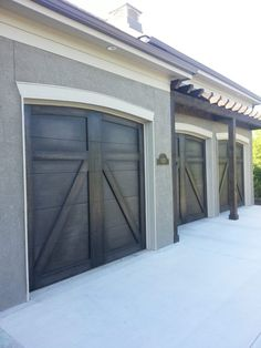 Here's how to faux paint garage doors to look real wood. This step-by-step training video will teach you how and give you all the techniques and products.