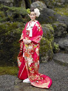 irouchikake_046_01_l.jpg (900×1200) uchikake-style kimono
