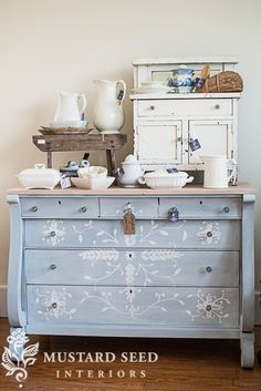 I love the design. It reminds me of Frozen.-----The Chapel Market Preview - Miss Mustard Seed