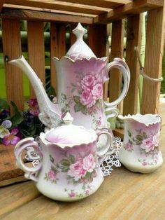 This is a wonderful tea set! I love the Rose designs on the tea set! Tea Pot Set, Tea Sets, Antique Dishes, Teapots And Cups, China Tea Cups, My Cup Of Tea, Tea Service, Coffee Set, China Patterns