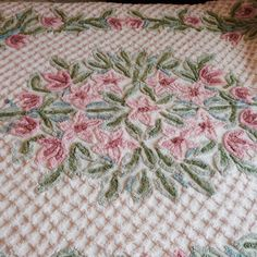 Vintage Chenille Full Size Bedspread. Beautiful! Fitted!.