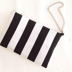 "Pochette ""black&white"" a righe bianche e nere ed ecopelle bianca #pochette #black&white #fauxleather #stripes #chain #clutch #bag #fashion #accessories #dennyhandmade #glamour #casual @dawandaIT"