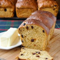 Newfoundland Molasses Raisin Bread – Rock Recipes Newfoundland molasses raisin bread is a classic recipe that everyone's Mom or Nan made back in the day; a favorite for morning toast with melting butter. Bread Machine Recipes, Bread Recipes, Baking Recipes, Savoury Recipes, Baking Tips, Dessert Recipes, Christmas Pudding, Christmas Baking, Holiday Baking