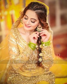 Aiman s mayun Pakistani Formal Dresses, Pakistani Wedding Outfits, Pakistani Wedding Dresses, Pakistani Clothing, Bridal Outfits, Mehndi Hairstyles, Pretty Hairstyles, Bridle Dress, Pakistani Mehndi