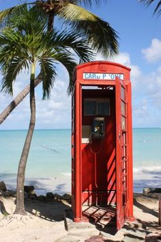 London phone booth on the beach!! OMG my two favorite places mixed into one!