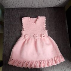 Volan Ve Çiçek Süslemeli Çocuk Jilesi / Elbisesi Yapımı. Knit Baby Dress, Baby Sweaters, Mode Outfits, Baby Girl Dresses, Baby Knitting Patterns, Flower Dresses, Pulls, Dress Making, The Dress