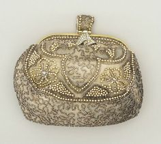 Clutch bag with mirror, Silk satin, faux pearls, paste stones and silk gauze. Vintage Purses, Vintage Bags, Vintage Handbags, Vintage Outfits, Vintage Fashion, Belle Epoque, Vintage Accessories, Fashion Accessories, Flapper Style