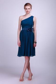 8f90ce135cec Robe courte pour mariage bleue asymétrique plissé ornée de fleur à la main  Tenue Sophistiquée,