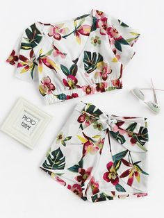 >>>Cheap Sale OFF! >>>Visit>> Shop Random Jungle Print Surplice Crop Top With Shorts online. SheIn offers Random Jungle Print Surplice Crop Top With Shorts more to fit your fashionable needs. Cute Outfits With Shorts, Short Outfits, Trendy Outfits, Summer Outfits, Girl Outfits, Fashion Outfits, Crop Top And Shorts, Crop Tops, Teen Fashion