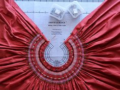 Dress smocking around collar Smocking Plates, Smocking Patterns, Sewing Patterns, Techniques Couture, Sewing Techniques, Sewing Hacks, Sewing Tutorials, Punto Smok, Girls Smocked Dresses