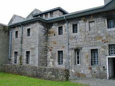 building ( windows, shape )