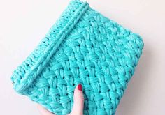 Jersey Clutch 30 Knitting Projects That Are Perfect For Summer Yarn Projects, Knitting Projects, Crochet Projects, Knitting Patterns, Crochet Patterns, Knitting Ideas, Seed Stitch, Knitted Bags, Felted Bags