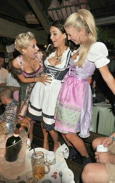 Oktoberfest Whats There Not To Love Images) Oktoberfest Outfit, Oktoberfest Beer, German Oktoberfest, German Women, German Girls, Octoberfest Girls, Beer Maid, Dirndl Dress, Beer Girl