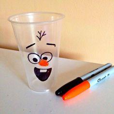 Ideas tan simples pueden generar una gran fiesta para tus hijos #Frozen olaf-vasos