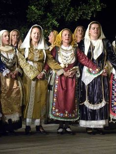 The dance group of Salesi association-Avlonas Attica at DORA STRATOY all rights reserved Folk Costume, Costumes, Greek Traditional Dress, Handkerchiefs, Greeks, Group Photos, Theater, Festive, Dancing