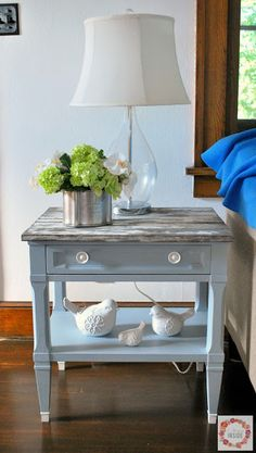 A Glimpse Inside: Quick End Table Makeover - Diy Table Models 2019 Decorating End Tables, Redo End Tables, Painted End Tables, Living Room End Tables, End Table Decorations, Decorating Ideas, Diy Furniture Flip, Bedroom Furniture Makeover, Recycled Furniture