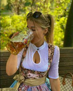 Oktoberfest Outfit, German Girls, German Women, Octoberfest Girls, Drindl Dress, Curvy Celebrities, Beer Girl, Beer Festival, Root Beer