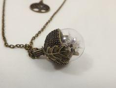 Collier globe verre, feuille de chene, fleurs séchées statices Tatarica, blanches, collier de dos arbre de vie, chaine métal couleur bronze de la boutique LongNathalie sur Etsy