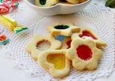 BISCUITI CU VITRALII Cookies, Desserts, Christmas, Ornament, Food, Crack Crackers, Tailgate Desserts, Xmas, Deserts