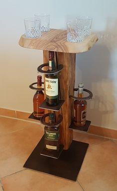 urige #Whiskyständer aus alten #Holzbalken mit #Hufeisen