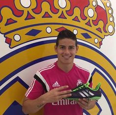 James Rodriguez wit the limited edition Primeknit. James Rodriguez, Tobin Heath, Play Soccer, Soccer Players, Real Madrid, Have Fun, Football, Instagram Posts, Weapon