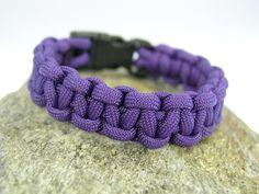 Farbe: Farbe: lila / flieder    Auch andere Farben sind möglich, siehe Beispielfotos und Shopkategorie Männer / Boys Armbänder).    Länge: Wunschlänge