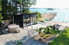 kuva Scandinavian Cottage, Sauna Design, Summer Cabins, Summer Kitchen, Coastal Homes, Maine House, Beach Cottages, The Great Outdoors, Outdoor Living