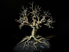 A little decorative tree made of wire and beads . Free tutorial with pictures on how to make a wire tree in under 180 minutes by beading and wireworking with needle nose pliers, beads, and wire. Inspired by trees and plants, flowers & trees. How To pos. Bonsai, Wire Wrapped Jewelry, Wire Jewelry, Jewlery, Wire Earrings, Handmade Jewelry, Beaded Jewelry, Handmade Wire, Pendant Jewelry