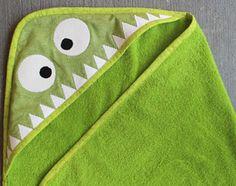 DIY HOODED MONSTER TOWEL (via http://haberdasheryfun.com/baby/diy-monster-hooded-towel)