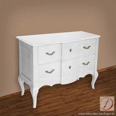 Kommode PALERMO weiß B110cm Pinie Massivholz - Elegant und in edlem Design lässt diese Kommode den Landhausstil in Ihre Wohnlandschaft einziehen. Traditionelle Handwerkskunst formt die Silhouette dieses Möbelstücks.