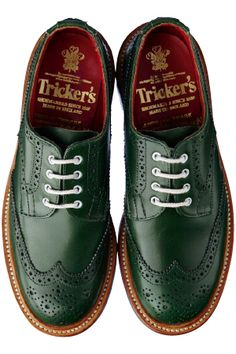Advice When Shopping For The Designer Shoes. If you are a picky person who is totally consumed by the wide variety of remarkable designs of the designer shoes, then you are not alone. Sock Shoes, Men's Shoes, Shoe Boots, Dress Shoes, Formal Shoes, Casual Shoes, Trickers Shoes, Mens Boots Fashion, Fashion Fashion