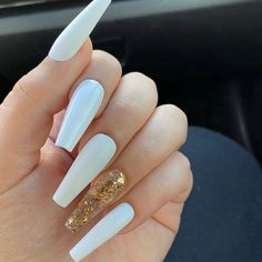 How to choose your fake nails? - My Nails Acrylic Nails Coffin Short, Simple Acrylic Nails, White Acrylic Nails, Summer Acrylic Nails, Gold Nails, Summer Nails, Simple Nails, Glitter Nails, White Acrylics