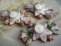Tea Cookies, Ginger Cookies, Royal Icing Cookies, Holiday Cookies, Christmas Gingerbread House, Gingerbread Cake, Christmas Crafts, Christmas Decorations, Cake Decorating Tutorials