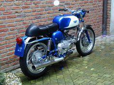 Aermacchi Ala Azzurra 250.