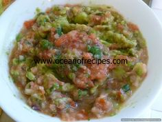Tomato salsa and guacamole dip Guacamole Dip, How To Make Guacamole, Indian Food Recipes, Ethnic Recipes, Chutneys, Meals For One, Food Processor Recipes, Salsa, Dips