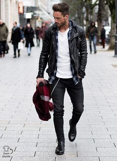 Street Snaps! Random Spring 2017 Street Style Inspirations. | Follow rickysturn/mens-casual for more Trending Men's Fashions http://www.99wtf.net/men/mens-fasion/latest-mens-fashion-trends-2016/