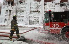 EN IMAGES. Chicago : l'incendie se transforme en sculpture de glace