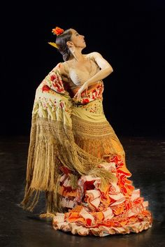 GranadaEsFlamenco: Belén Maya en el Teatro Alhambra Flamenco Costume, Flamenco Skirt, Flamenco Dancers, Spanish Dancer, Spanish Woman, Shall We Dance, Just Dance, Dance Images, Tango Dance
