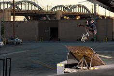Ray Barbee – Frontside ollie