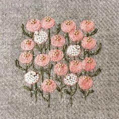 Flower garden ビーズをプラスしたお花 #handmade #手作 #手工 #刺绣 #DIY #embroidery #ハンドメイド #art #broderie #刺繍 #вышивка #イラスト #ペット #자수
