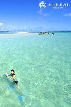 サンゴの砂が堆積してできた白い砂浜「浜島」  干潮時に姿を現すことから「幻の島」とも呼ばれる人気スポットです。