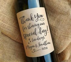 DESCRIPTION ---- Thank your guests in an extra special way using these personalized wine labels. They make a fun and interactive piece for Homemade Wedding Favors, Creative Wedding Favors, Inexpensive Wedding Favors, Wedding Shower Favors, Wedding Labels, Wedding Favors For Guests, Bridal Shower Rustic, Cheap Favors, Personalized Wine Labels