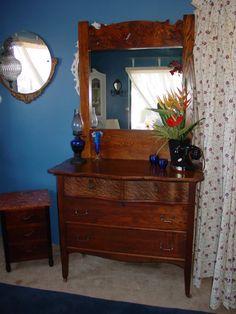 Solid Oak Antique Dresser w/mirror....