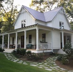 Great metal roof ideas for farmhouses!